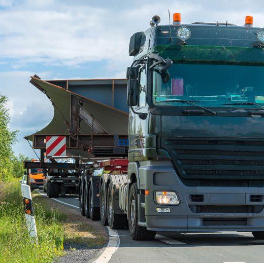 Schwer- und Spezialtransporte